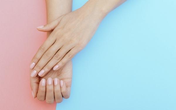 Łamliwe paznokcie: domowe sposoby na walkę z nimi. Przyczyny łamliwych paznokci