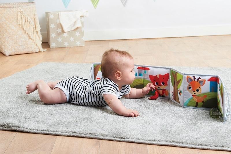 Język i komunikacja niemowlaka. Czy wiesz kiedy dziecko zaczyna kojarzyć i komunikować się?